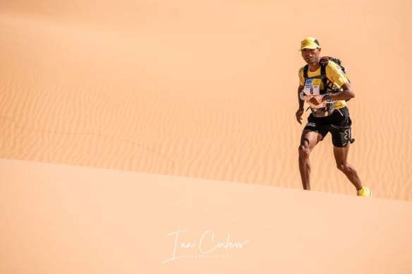 MDS Runner in the desert dunes