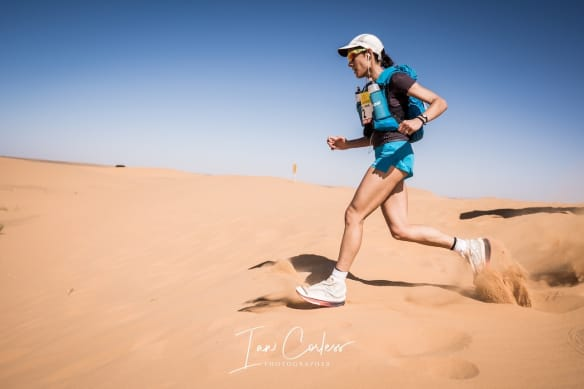 MDS runner running through sand in Marathon Des Sables Race